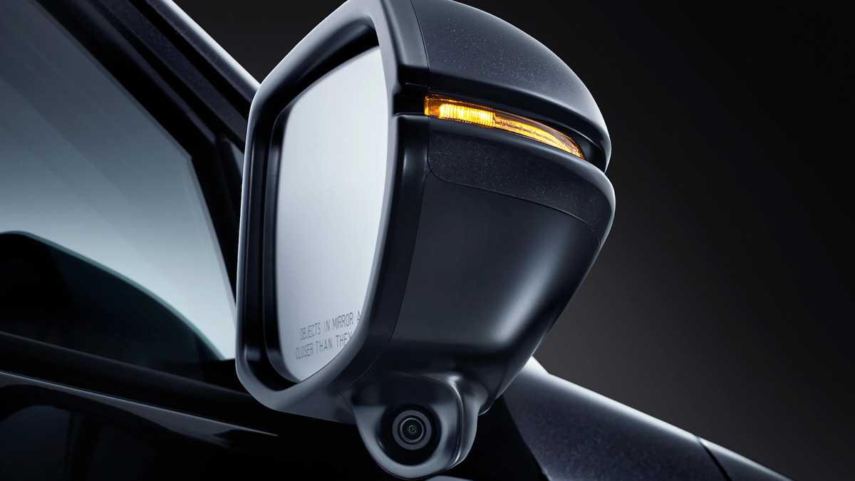 2021 Honda HR-V side view mirror with turn signal lit up
