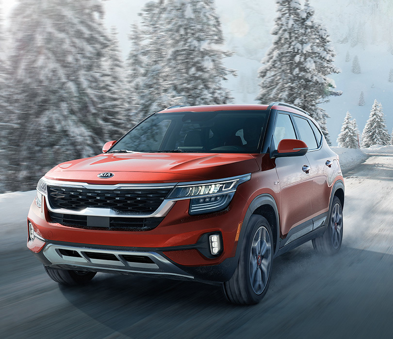 2021 Kia Seltos - Driving down a snow covered road
