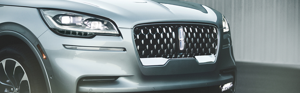 2020 Lincoln Aviator Close-Up Of Headlights & Grille
