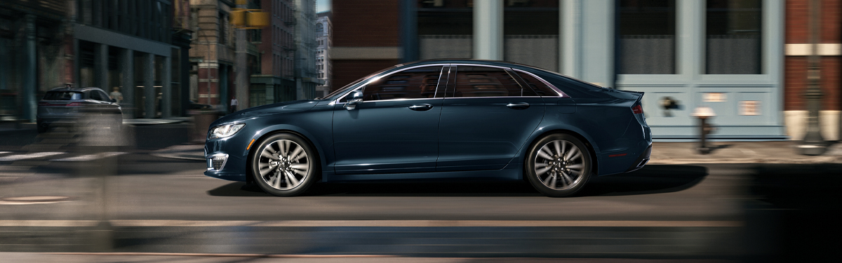 2020 Lincoln MKZ Driving in the City