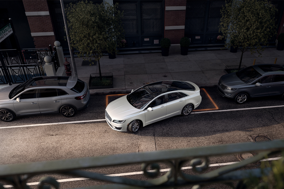 2020 Lincoln MKZ Parking on Street