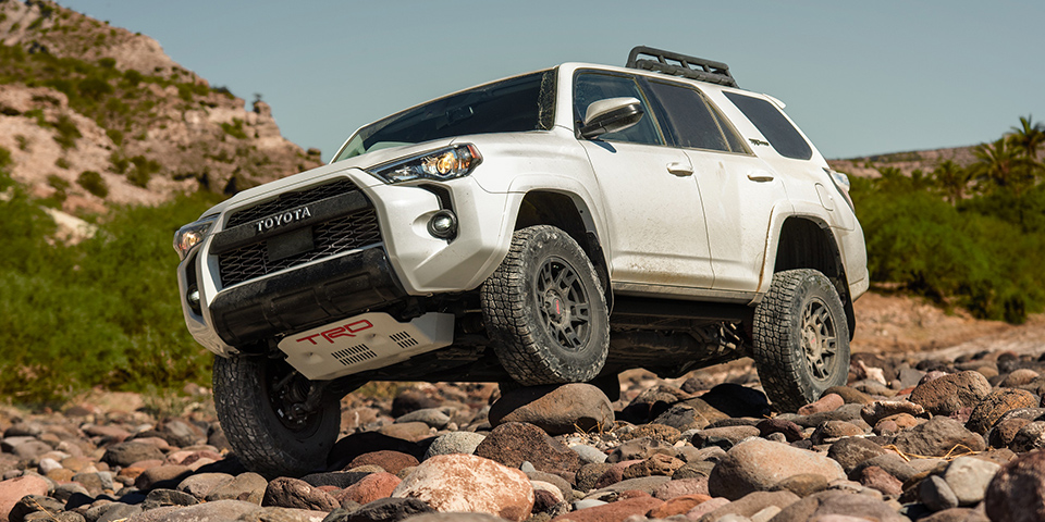 2020 Toyota 4Runner Crawling & Off-Roading