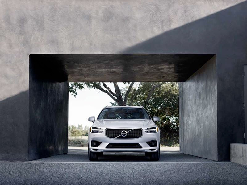 2020 Volvo XC60 - Straight On Front View