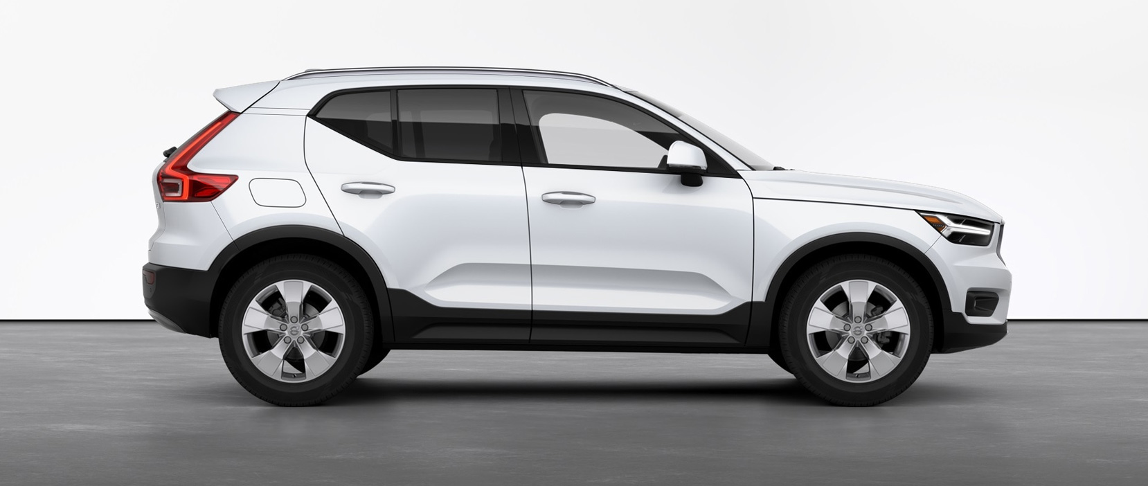 2021 Volvo XC40 T5 Momentum shown
